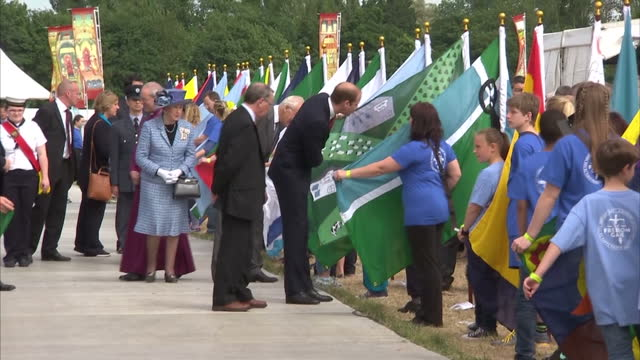 vídeos de stock e filmes b-roll de exterior shots of prince william walk along path past children and adults holding various specially designed flags for the magna carta 800th... - magna carta documento histórico