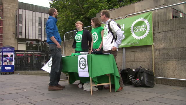 exterior shots of princes street gardens and edinburgh communist party & edinburgh green party campaigners on princes street giving out leaflets. a... - 2014 stock-videos und b-roll-filmmaterial