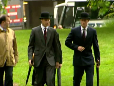 vídeos de stock e filmes b-roll de exterior shots of princes william harry arriving in bowler hats for the combined cavalry old comrades association parade exterior shots of the parade... - 2007