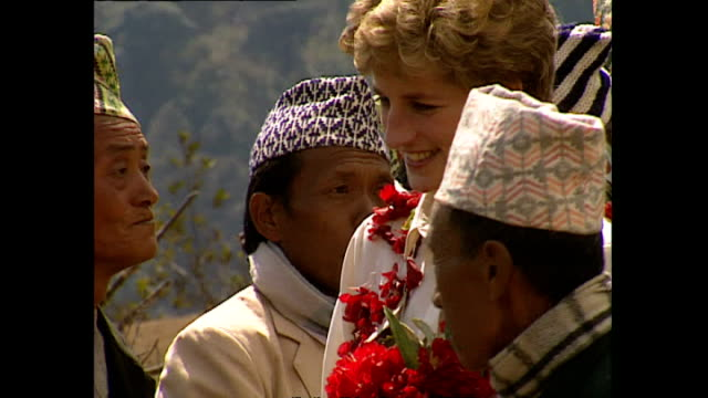 exterior shots of princess diana, princess of wales arriving in majhuwa village and being greeted by locals and presented with bouquets and flower... - フラワーアレンジメント点の映像素材/bロール