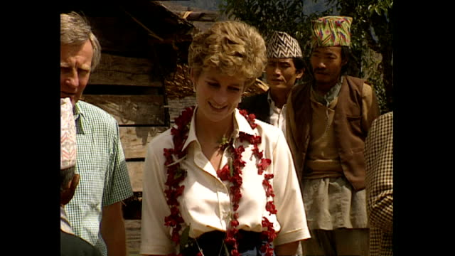 exterior shots of princess diana, princess of wales visiting majhuwa village wearing flower garlands during her royal visit on 3 march 1993, majhuwa,... - フラワーアレンジメント点の映像素材/bロール