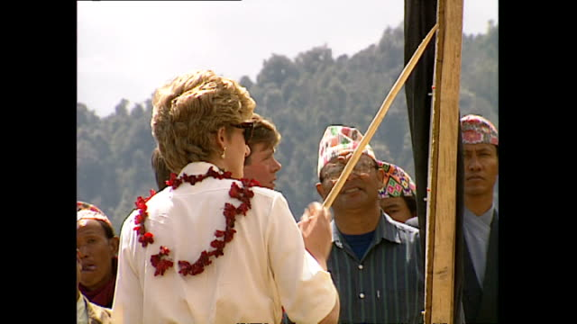 exterior shots of princess diana, princess of wales visiting majhuwa wearing flower garlands during her royal visit on 3 march 1993, majhuwa, nepal. - フラワーアレンジメント点の映像素材/bロール