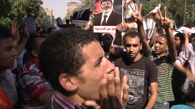 exterior shots of pro mohamed morsi muslim brotherhood supporters on streets chanting and singing. pro mohamed morsi muslim brotherhood supporters on... - singing stock videos & royalty-free footage