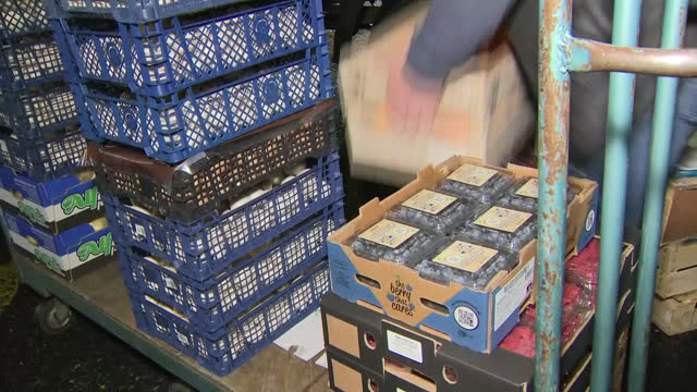 exterior shots of produce sellers unloading cases of food from lorries at new covent garden market on the first working day since the brexit... - fruit stock videos & royalty-free footage