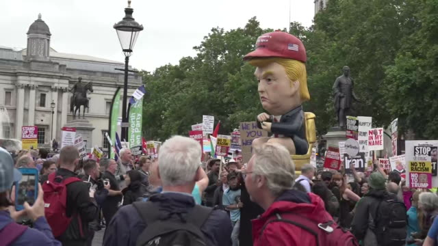 exterior shots of protest against us president donald trump on 04 june 2019 in london, united kingdom - state visit stock videos & royalty-free footage