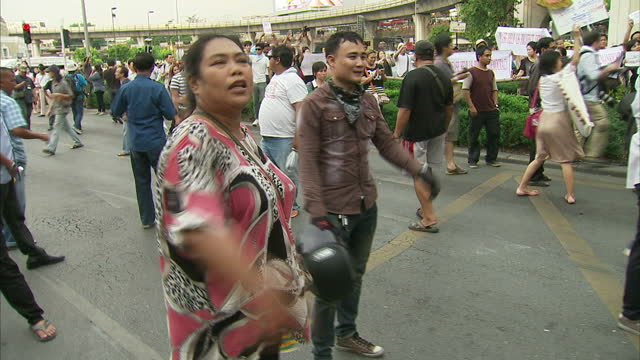 exterior shots of protesters shouting and waving anti military coup banners around the victory monument, and soldiers stood by on may 26, 2014 in... - coup d'état stock videos & royalty-free footage