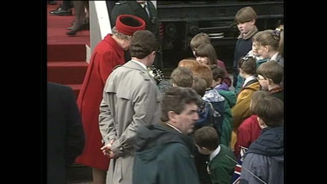 vídeos y material grabado en eventos de stock de exterior shots of queen elizabeth ii and prince philip duke of edinburgh at the official opening of the lagan bridge on december 19 1994 in belfast... - 1994