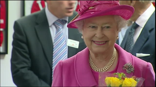 vidéos et rushes de exterior shots of queen elizabeth ii and prince philip, duke of edinburgh visiting the leigh sports village stadium on may 21, 2009 in greater... - composition florale