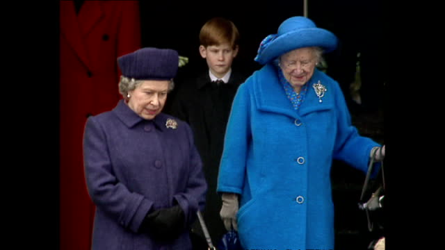exterior shots of queen elizabeth ii and the queen mother leaving sandringham after christmas service and recieving flowers from the public on 25... - エリザベス・ボーズ=ライアン点の映像素材/bロール