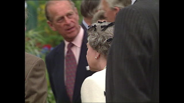 exterior shots of queen elizabeth ii at the chelsea flower show on 14 may 1993 in london, united kingdom - chelsea flower show stock videos & royalty-free footage