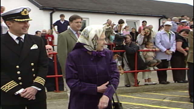 exterior shots of queen elizabeth ii walking onto the hebridean princess cruise ship turning back to call her family members to hurry up on july 21... - urgency stock videos & royalty-free footage
