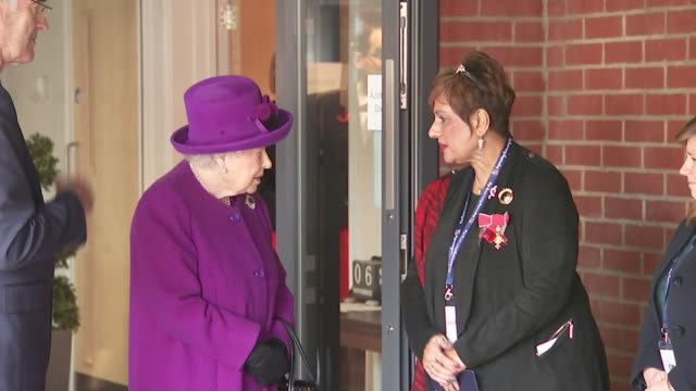 exterior shots of queen elizabeth visiting the royal legion and meeting veterans and staff on 6 november 2019 in kent, united kingdom. - britisches königshaus stock-videos und b-roll-filmmaterial
