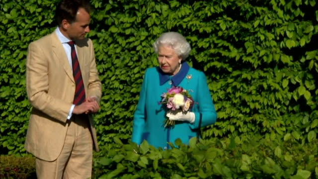 exterior shots of queen elizabeth walking around chelsea flower show whilst looking at plants at the royal hospital chelsea on may 18 2015 in london... - gardening stock videos & royalty-free footage