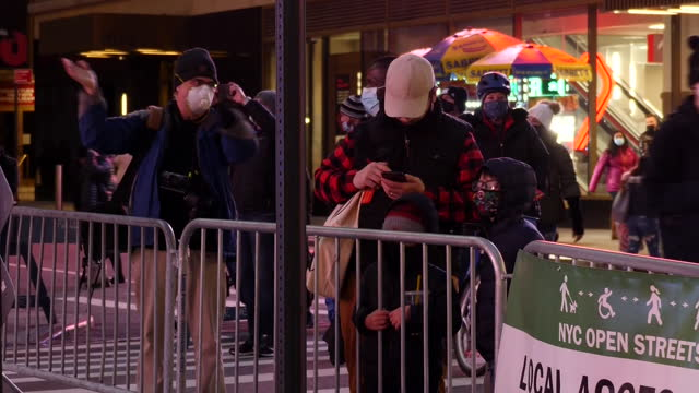 exterior shots of quiet manhattan streets with many people in face masks around times square on new year's eve on 31 december 2020 in new york,... - times square manhattan stock videos & royalty-free footage