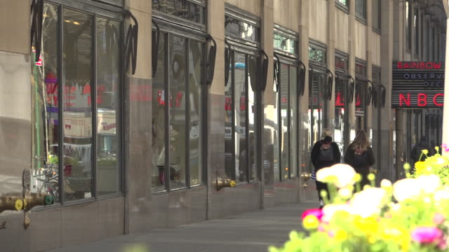 stockvideo's en b-roll-footage met exterior shots of quiet traffic and businesses around lower manhattan near wall street and mid town manhattan including the rockerfeller center with... - stille