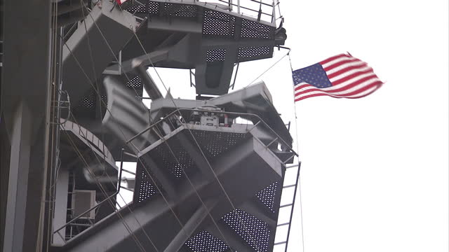 stockvideo's en b-roll-footage met exterior shots of radar dishes and early warning detection systems on the uss carl vinson on april 04 2015 in at sea unspecified region unspecified - amerikaanse zeemacht