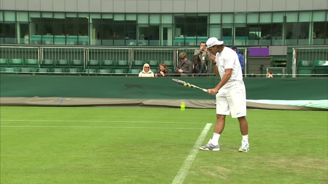 clean exterior shots of rafael nadal walking on to court and practising ahead of the wimbledon tennis championships sky news at wimbledon on june 19... - campionato sportivo video stock e b–roll