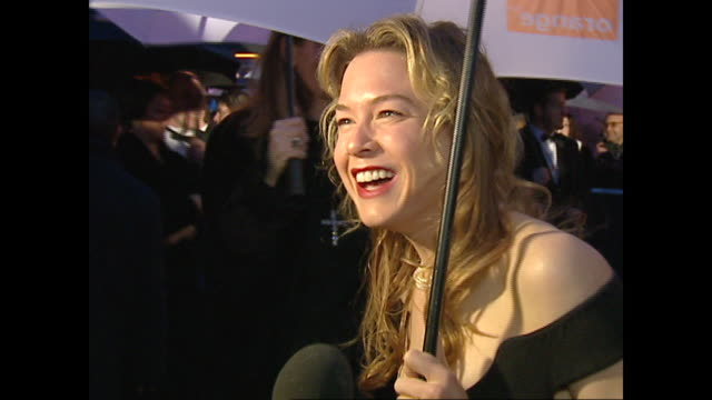 exterior shots of renee zellweger on the red carpet on the 2002 bafta awards in on 24th february 2002 in london england - renee zellweger stock videos & royalty-free footage