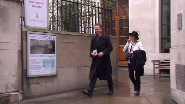 vídeos de stock e filmes b-roll de exterior shots of richard e grant and wife joan washington arriving at st brides church for the wedding of rupert murdoch and jerry hall on march 05,... - richard e. grant