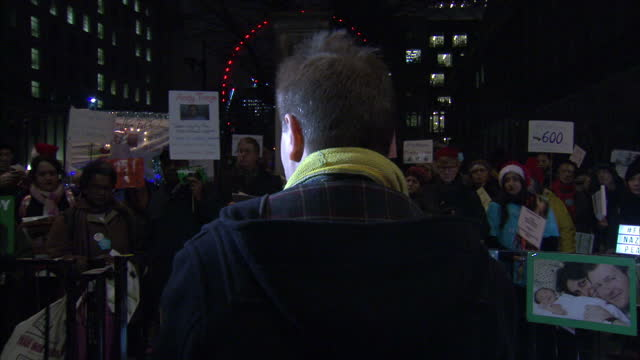 exterior shots of richard ratcliffe husband of nazanin zaghariratcliffe addressing fellow campaigners at a carol vigil for families of british... - richard ratcliffe video stock e b–roll