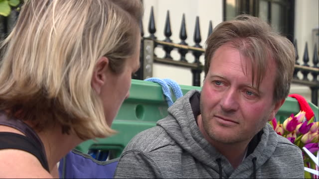exterior shots of richard ratcliffe on hungerstrike outside the iranian embassy protesting his wife's innocence as she is in prison in tehran charged... - nazanin zaghari ratcliffe video stock e b–roll
