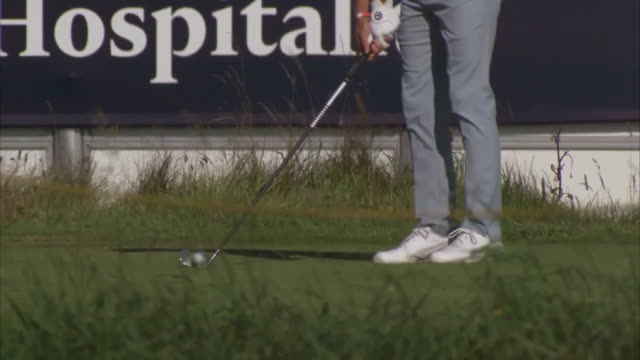 exterior shots of rickie fowler practicing at portrush golf course in northern ireland on the 14th july 2019 - golf course stock videos & royalty-free footage