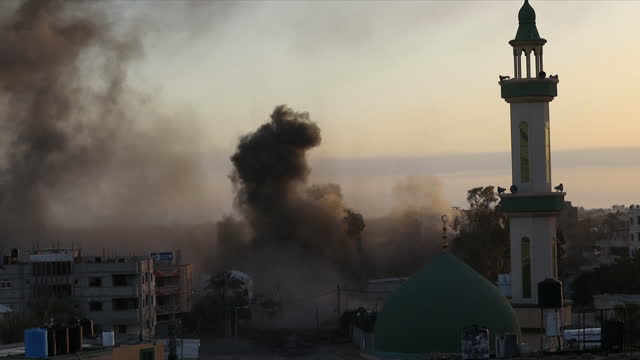 exterior shots of rockets landings on buildings and exploding during airstrikes between israel and hamas on the 12th may 2021 in gaza, palestine - bomb stock videos & royalty-free footage