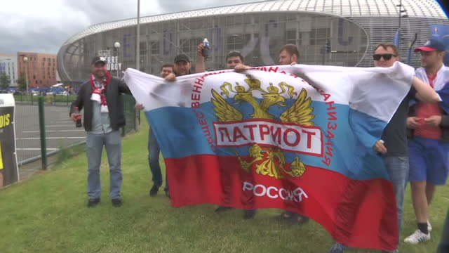 vídeos de stock, filmes e b-roll de exterior shots of russian fans arriving for euro 2016 match against slovakia on june 15 2016 in lille france - euro 2016