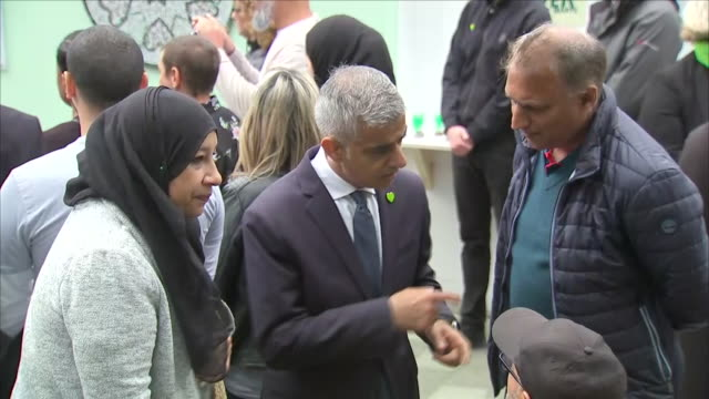 exterior shots of sadiq khan, the mayor of london speaking to survivors and family members of the victims of the grenfell tower fire at a memorial to... - トリビュート・イベント点の映像素材/bロール