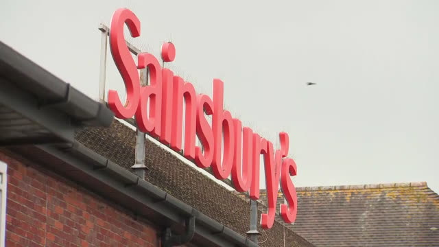 vídeos de stock e filmes b-roll de exterior shots of sainsbury's supermarket on 6th february 2019 in salisbury england - sainsburys