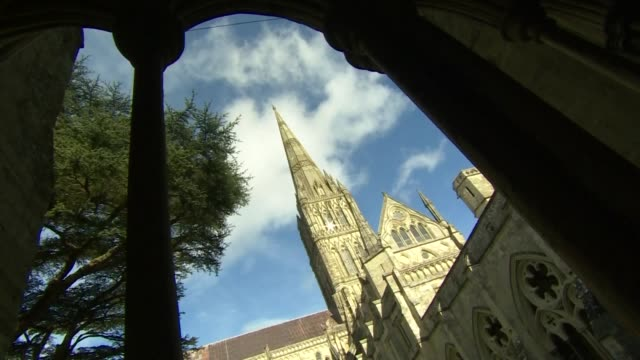 vídeos de stock e filmes b-roll de exterior shots of salisbury cathedral spire and stone columns on 4 march 2019 in salisbury united kingdom - spire