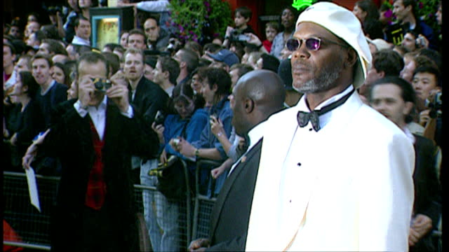 Exterior shots of Samuel L Jackson posing for photos speaking to press at the premiere of Star Wars Episode I The Phantom Menace on July 14 1999 in...