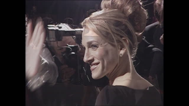 exterior shots of sarah jessica parker posing in front of photographers on the oscars vanity fair party red carpet on 26th march 2001 in los angeles,... - vanity fair stock videos & royalty-free footage