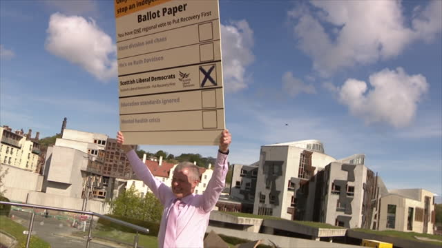 GBR: Scottish Liberal Democrats and Greens campaigning ahead of local elections
