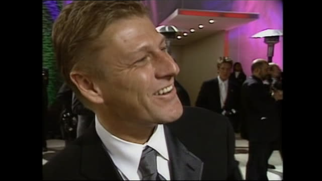 exterior shots of sean bean on the red carpet for the oscars vanity fair party on 24th march 2002 in los angeles, united states. - sean bean stock videos & royalty-free footage
