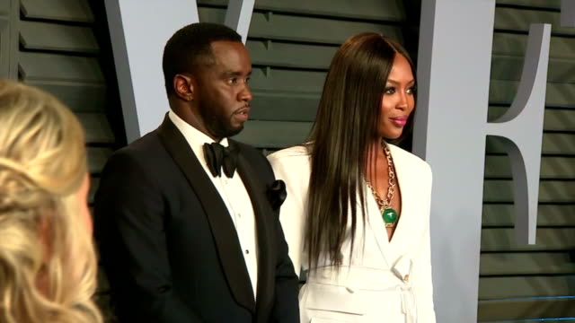 vídeos de stock, filmes e b-roll de exterior shots of sean combs and naomi campbell on the red carpet at the vanity fair oscars afterparty.>> on march 04, 2018 in los angeles,... - festa do oscar