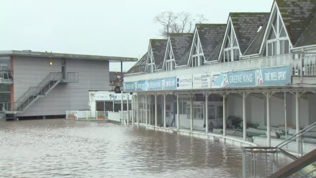 exterior shots of severe flooding at new road, the home of worcestershire county cricket club & surrounding areas on 19th february 2020 in worcester,... - squadra di cricket video stock e b–roll