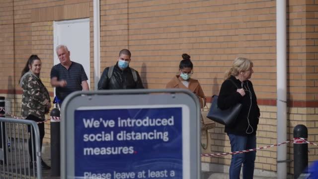 exterior shots of shoppers at a tesco supermarket in osterley queueing and practicing social distancing on 29th april 2020 london, united kingdom. - customer stock videos & royalty-free footage