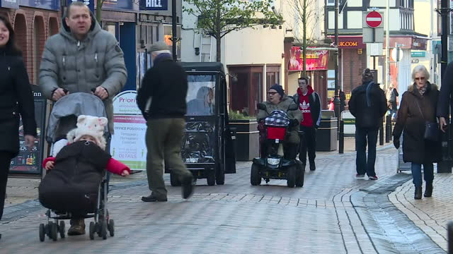 exterior shots of shoppers on basingstoke high street on a weekday in the rain on january 17, 2017 in basingstoke, england. - weekday stock videos & royalty-free footage