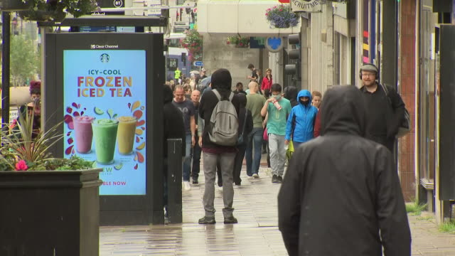 exterior shots of shoppers walking along a rainy union street and people drinking at an outdoor bar on 5 august 2020 in aberdeen, scotland, united... - aberdeen schottland stock-videos und b-roll-filmmaterial