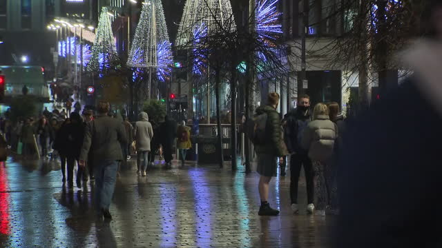 exterior shots of shoppers with shopping bags on a rainy pedestrianised glasgow street as shops close their shutters before tier 4 coronavirus... - retail stock videos & royalty-free footage