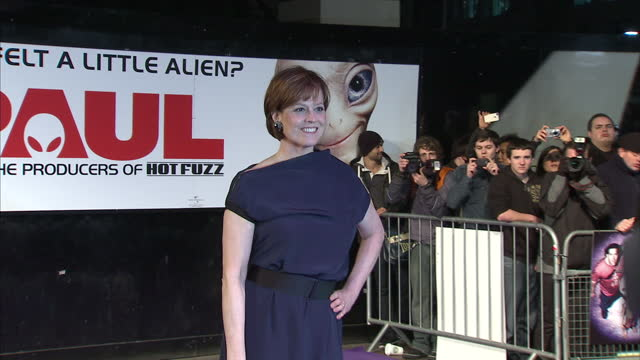 exterior shots of sigourney weaver posing for photos on the red carpet film premiere of paul at leicester square on february 07 2011 in london england - 40 seconds or greater stock videos & royalty-free footage