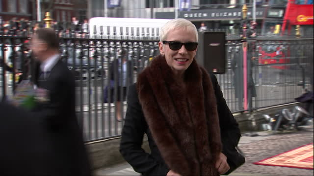 exterior shots of singer annie lennox arriving for the commonwealth observance service at westminster abbey on march 13 2017 in london england - imperium bildbanksvideor och videomaterial från bakom kulisserna