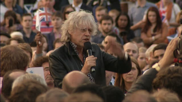 exterior shots of sir bob geldof addressing crowd gathered in trafalgar square in support of the no campaign in the scottish referendum on september... - 2014 scottish independence referendum stock videos & royalty-free footage