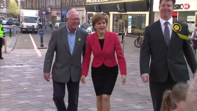 exterior shots of snp leader nicola sturgeon arriving in stirling and greeting stirling candidate steven paterson before talking to a group of snp... - stirling stock videos & royalty-free footage