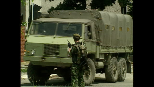 exterior shots of soldiers evacuating from marshal tito barracks on june 1992 in sarajevo bosnia and herzegovina - bosnia and hercegovina stock videos & royalty-free footage