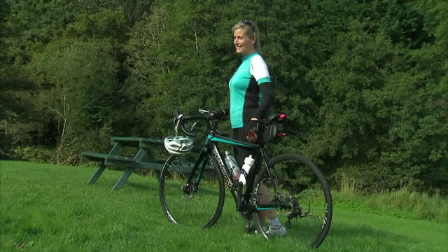 exterior shots of sophie, countess of wessex cycling in jedburgh and posing for photos in front of photographers after her first day of cycling form... - ジェドバラ点の映像素材/bロール