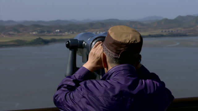 exterior shots of south koreans looking out over the dmz border with north korea through binoculars on october 16 2015 in seoul south korea - 2013年 北朝鮮の核実験点の映像素材/bロール