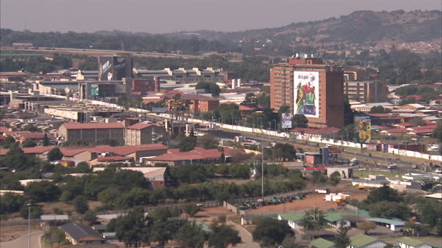 vídeos de stock e filmes b-roll de exterior shots of soweto cityscape streetscenes near the orlando power station towers soweto skyline streetscenes on may 28 2010 in johannesburg... - soweto