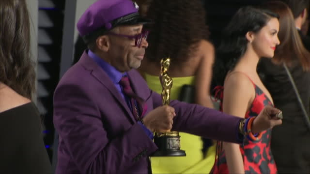 exterior shots of spike lee posing with his academy award on the red carpet of the 2019 vanity fair oscar party on 24th february 2019 in los angeles... - academy awards stock videos & royalty-free footage